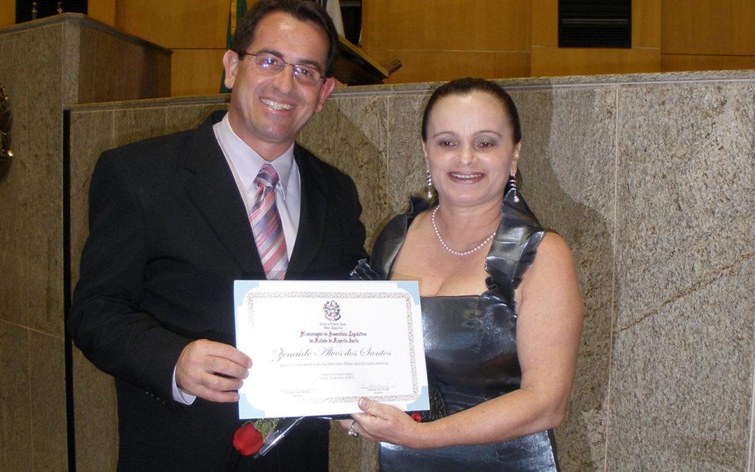 Zenaide é homenageada na Assembléia Legislativa do Estado do Espírito Santo.